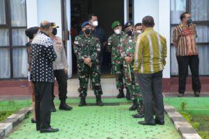 DANLANUD ELTARI BERSAMA FORKOMPINDA NTT, JAJARAN TNI , POLRI MENGANTAR MENDAGRI DI BANDARA EL TARI