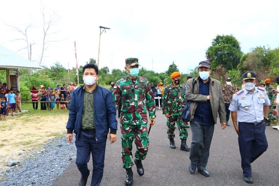 Danlanud Supadio Tinjau Bandara Perintis di Kabupaten Sambas