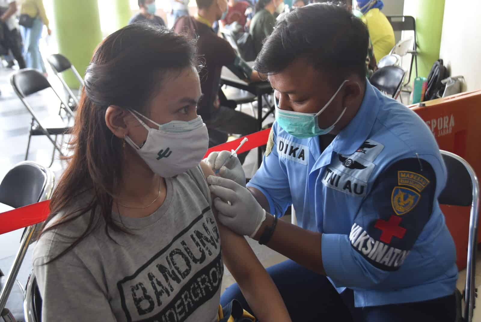 Danlanud Husein S: Apresiasi Nakes RS. TNI AU dr, M Salamun Yang Terus Berjuang Membantu Masyarakat di Masa Pandemi.