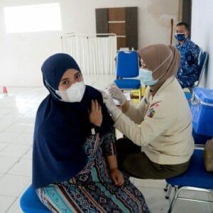 Warga Tasikmalaya Antusias Ikuti Serbuan Vaksin Lanud Wiriadinata