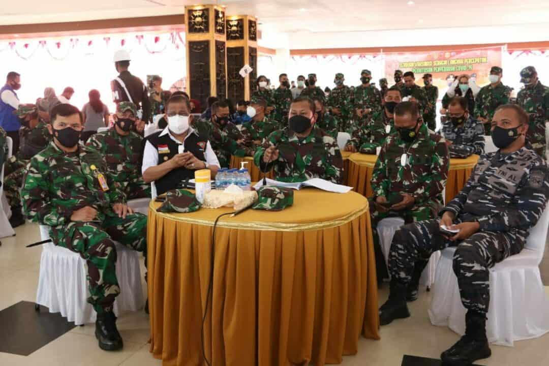 Danlanud Pattimura menghadiri serbuan vaksinasi nasional yang digelar di Ambon.