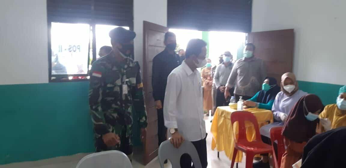 Babinpotdirga Lanud Hang Nadim Mendampingi Wakil Walikota Batam Vaksinasi Covid-19
