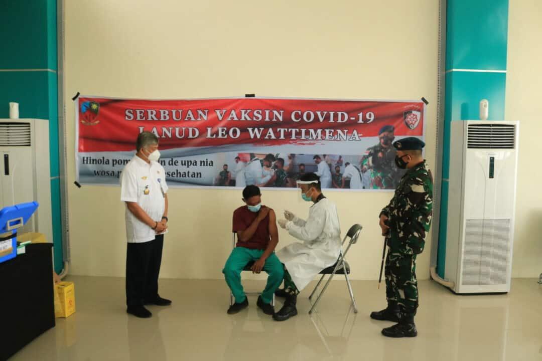 SERBUAN VAKSIN COVID-19 LANUD LEO WATTIMENA DI BANDARA PITU MOROTAI DALAM RANGKA HARI BAKTI TNI AU KE-74