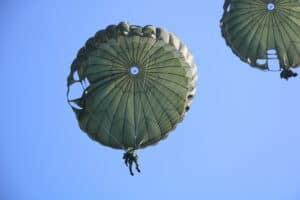 Siswa Susparadas A-190 Skadik 204 Lanud Sulaiman Raih Brevet Paradas