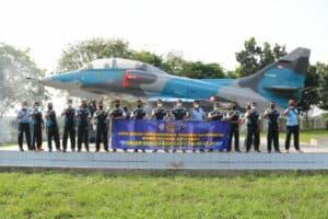 Pengecatan Ulang Monumen Pesawat A-4 Skyhawk Di Tulang Bawang Lampung Resmi Selesai