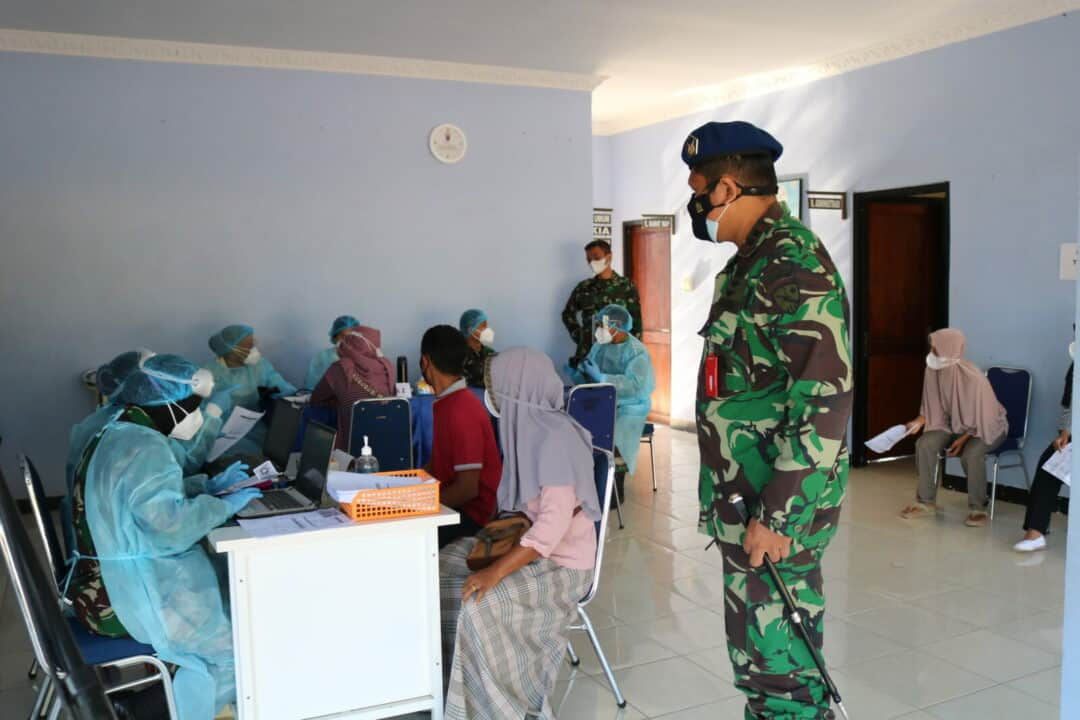 Hingga Kini, Remaja Dan Masyarakat Lampung Terus Antusias Ikuti Vaksinasi Di Lanud Pangeran M. Bun Yamin
