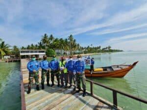 Peduli Pandemi Covid 19 di Hari Bakti TNI AU ke 74 Lanud Raden Sadjad Serahkan Bantuan Cat Kapal Nelayan Natuna 5