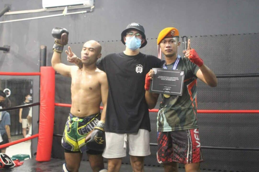 Danyonko 467 Paskhas Berikan Penghargaan Kepada Serda Lintang Satrio D. Prajurit Berprestasi Pada Pertandingan Kick Boxing Jun Rookie Fight III
