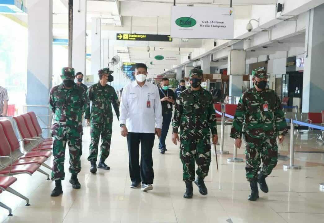 Danlanud Halim Dampingi Pangkoopsau I Tinjau Serbuan Vaksinasi di Bandara Halim