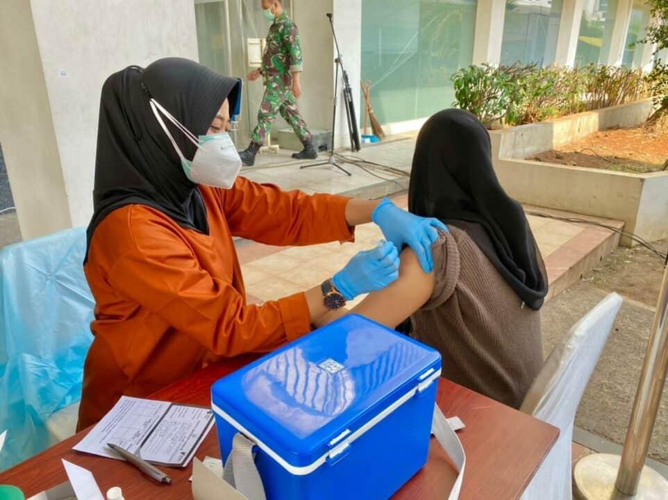 Vaksinator Kohanudnas Berpartisipasi Dalam Serbuan Vaksinasi Covid-19 TNI AU di Wisma Aldiron