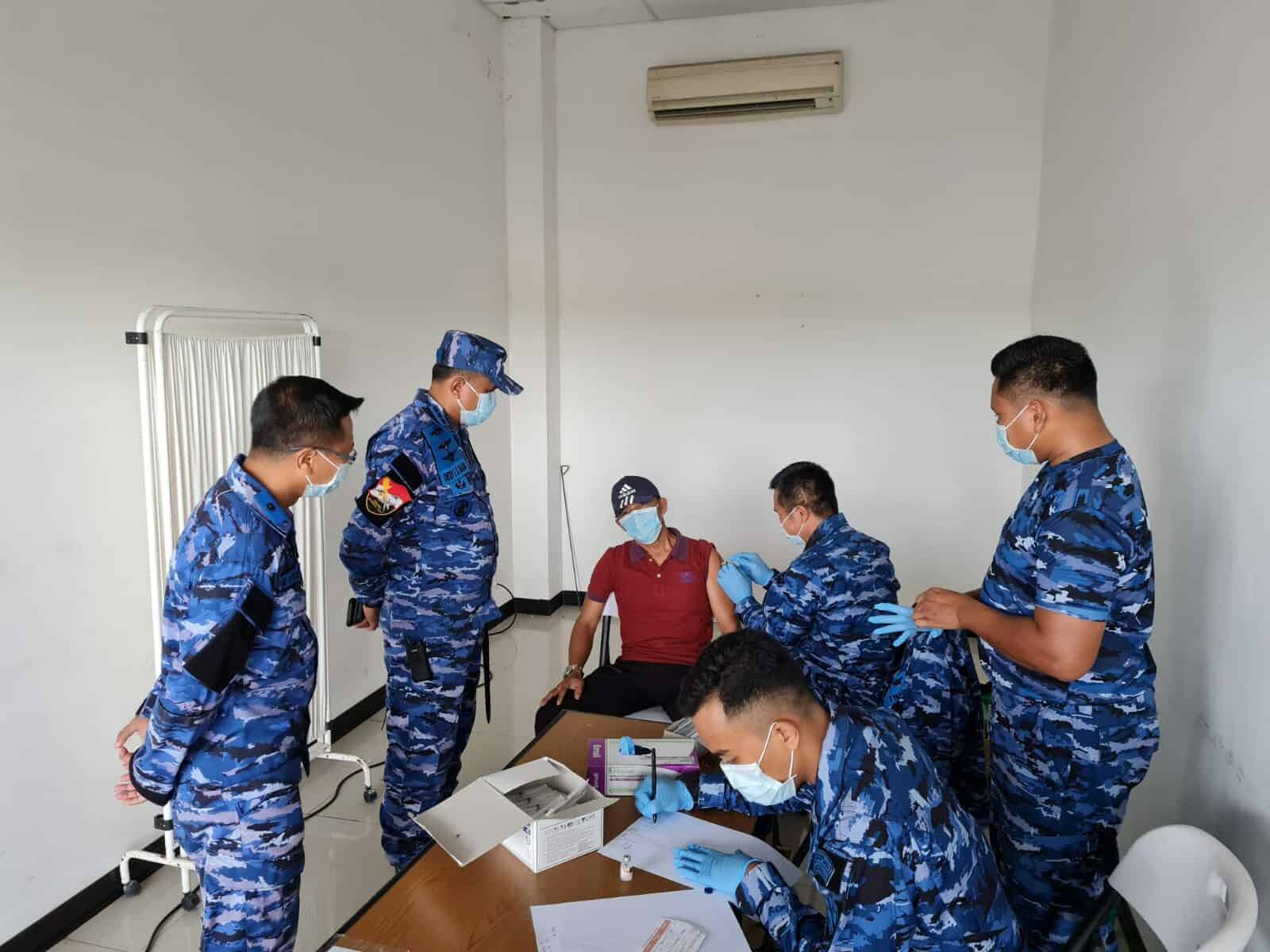 Danlanud RSA Gelar Serbuan Serentak Vaksin Nasional TNI-Polri Massal di Bandara Raden Sadjad Natuna