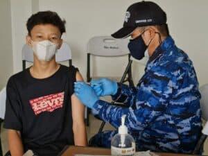 Antusias Masyarakat Natuna Ikut Serbuan Vaksin di Bandara Raden Sadjad