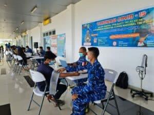 WhatsApp Image 2021 07 17 at 12.35.55Antusias Masyarakat Natuna Ikut Serbuan Vaksin di Bandara Raden Sadjad