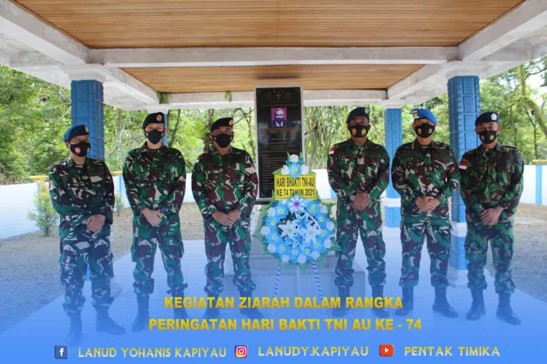 Kegiatan Ziarah Dalam Rangka Peringatan Hari Bakti TNI Angkatan Udara ke - 74 Di Lanud Yohanis Kapiyau.