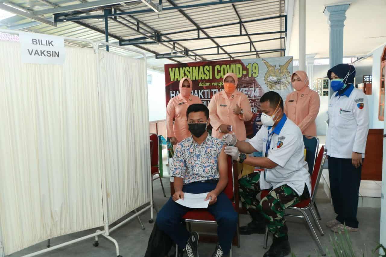 foto Siswa Angkasa Ikuti Vaksin