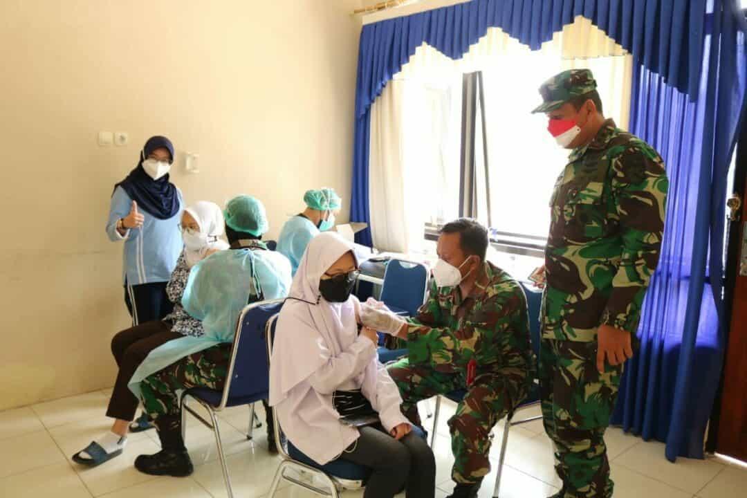 Danlanud Pangeran M. Bun Yamin Terus Pantau Pelaksanaan Vaksinasi Gratis Untuk Warga Sekitar
