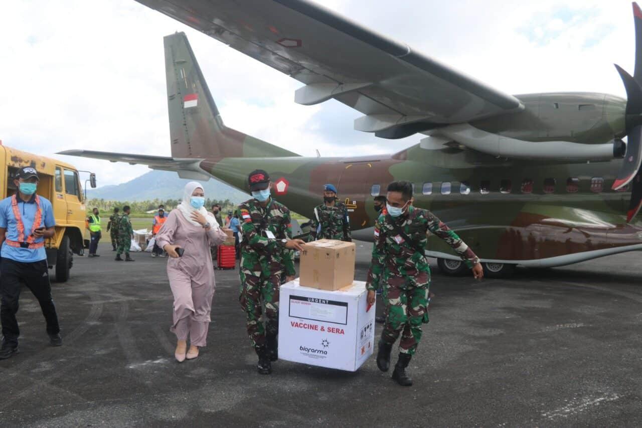 Lanud RSA Dukung Pemkab Natuna Bawa Vaksin Covid 19 Menggunakan Pesawat TNI AU 4