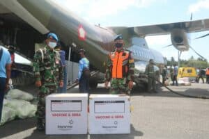 Lanud RSA Dukung Pemkab Natuna Bawa Vaksin Covid 19 Menggunakan Pesawat TNI AU 5