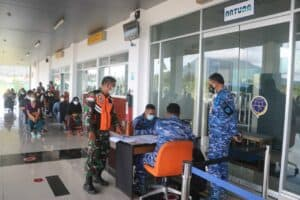 Lanud Raden Sadjad Kembali Gelar Serbuan Vaksinasi Covid 19 di Bandara Raden Sadjad Natuna 7