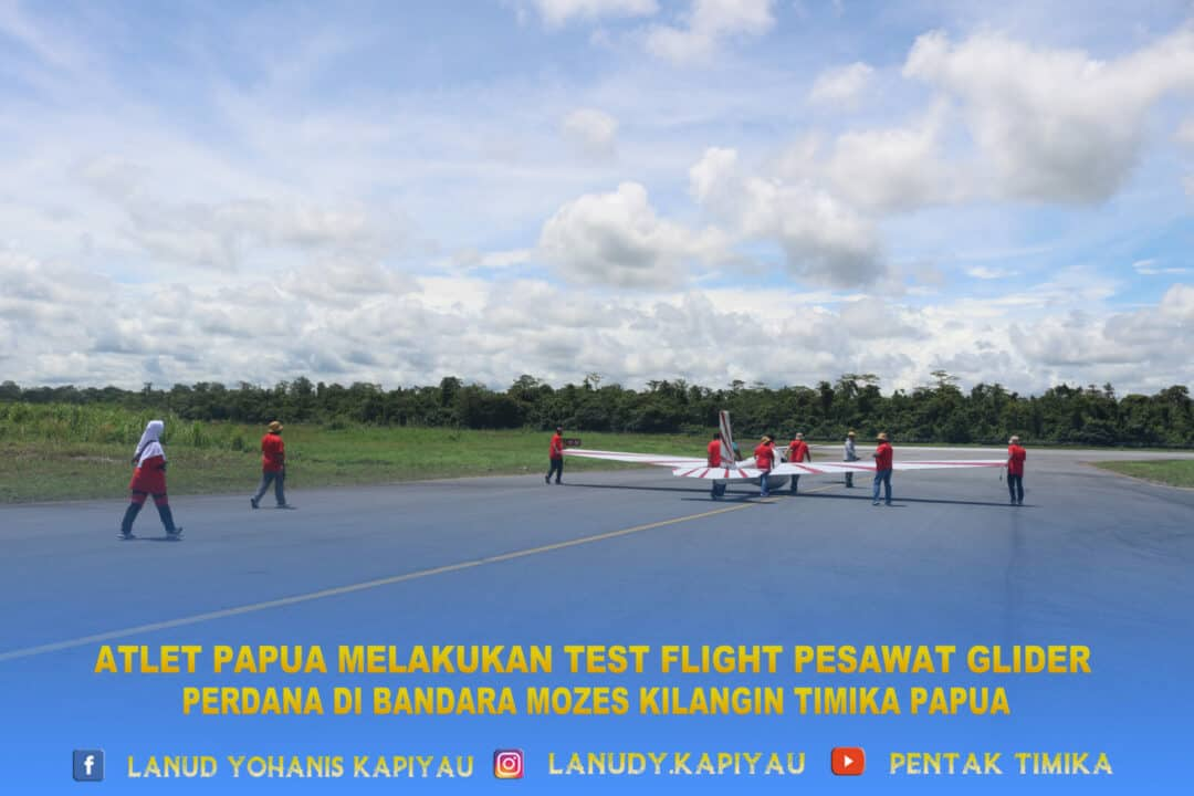 Atlet papua melalukan test flight pesawat