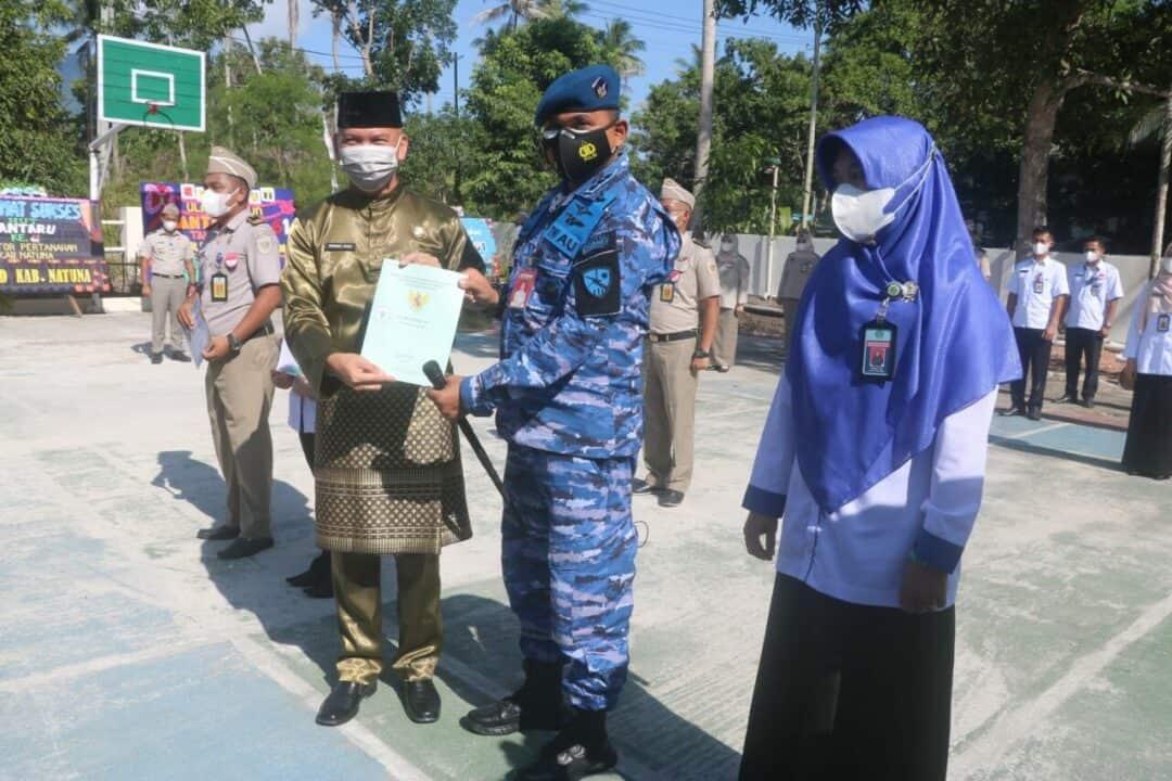 Danlanud Raden Sadjad Terima Sertifikat Tanah TNI AU di Pulau Subi dari ATR BPN Natuna