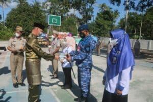 Danlanud Raden Sadjad Terima Sertifikat Tanah TNI AU di Pulau Subi dari ATR/BPN Natuna