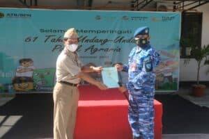 Danlanud Raden Sadjad Terima Sertifikat Tanah TNI AU di Pulau Subi dari ATR BPN Natuna 4