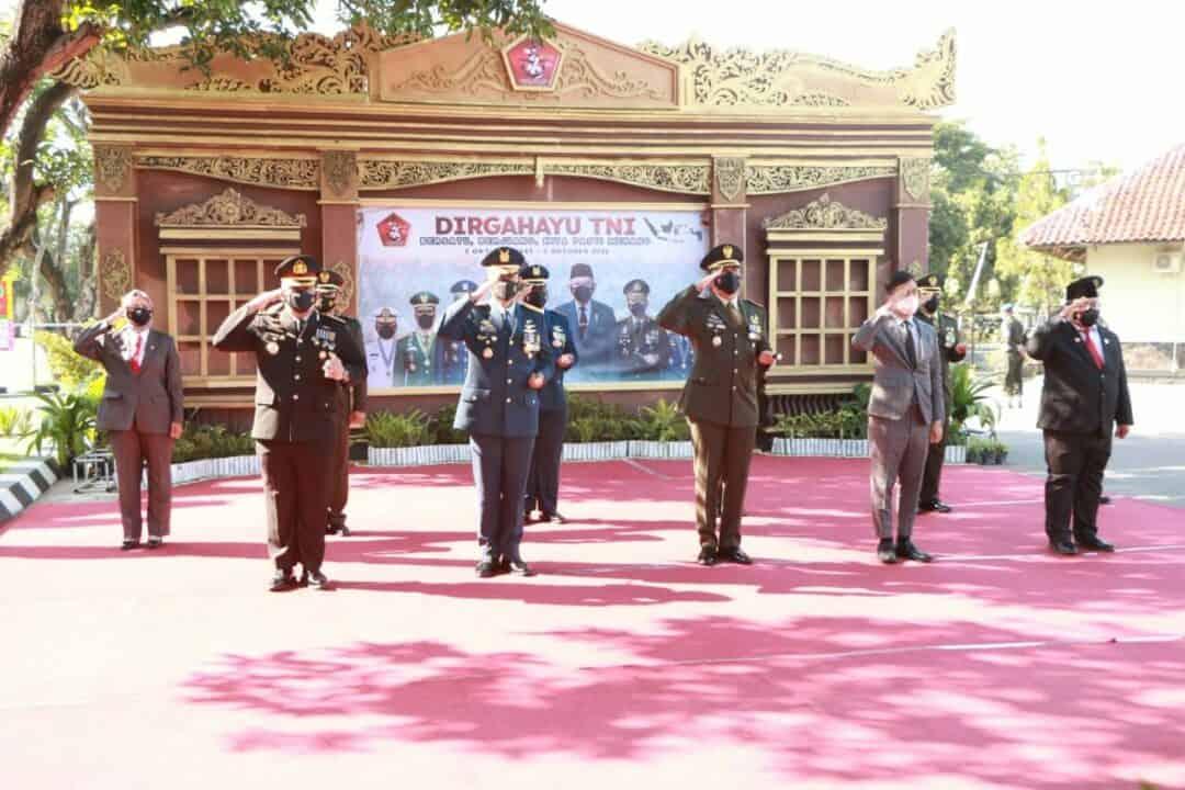 foto upacara HUT TNI di Korem 5 oktober 2021